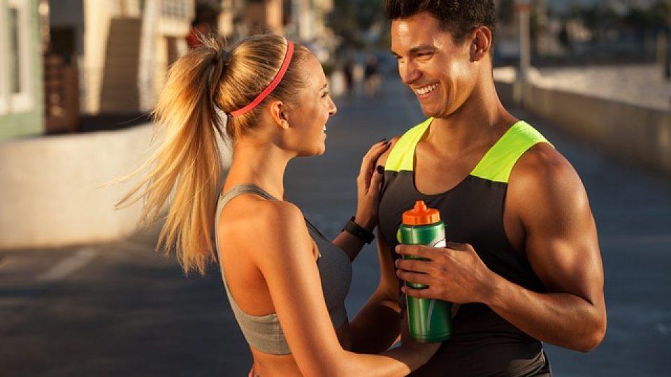 Hacer deporte en pareja refuerza la relación