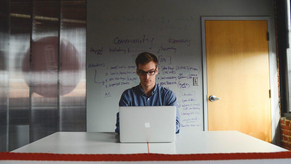 ¿Por qué no se enseña a los jóvenes a montar empresas?