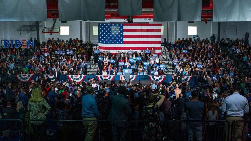 Duelo ajustado en las primarias demócratas de EEUU