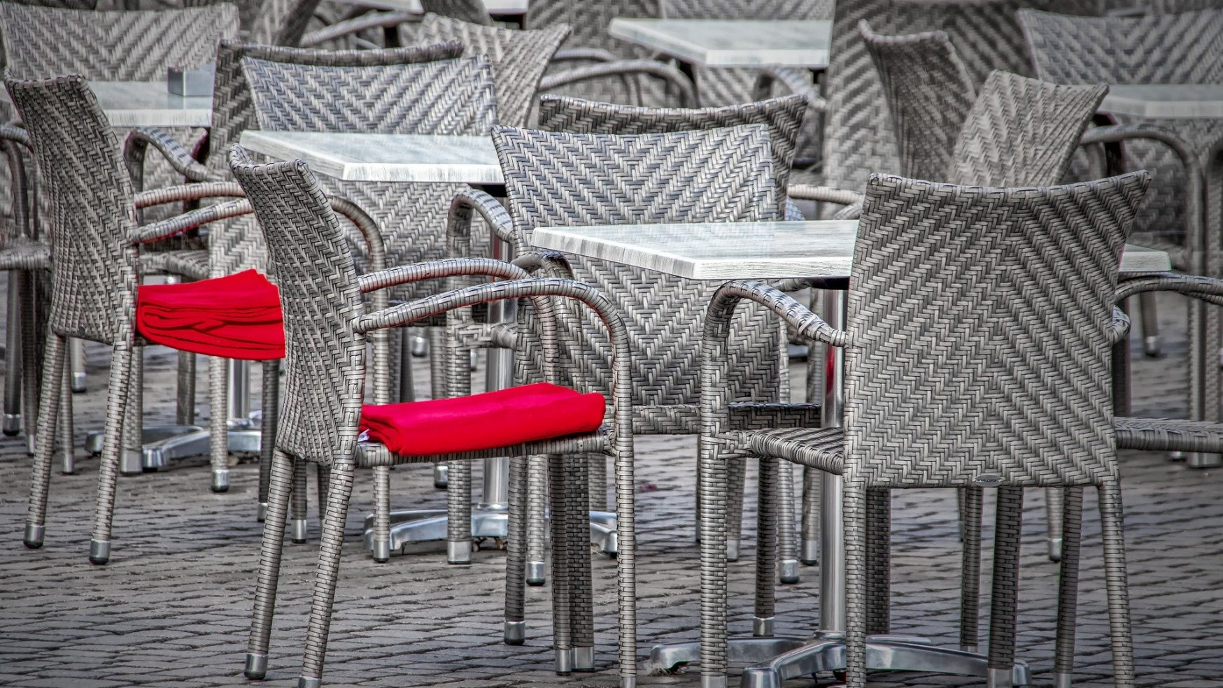El Covid-19 contagia a bares y restaurantes
