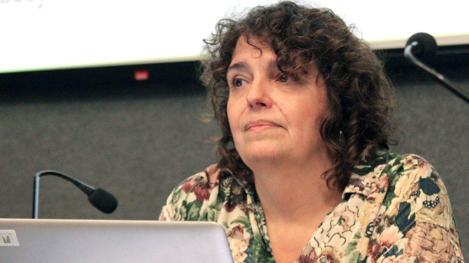 """Núria Benach: """"L'urbanisme hostil condemna els sensesostre perquè els hi lleva l'espai on sobreviuen"""""""