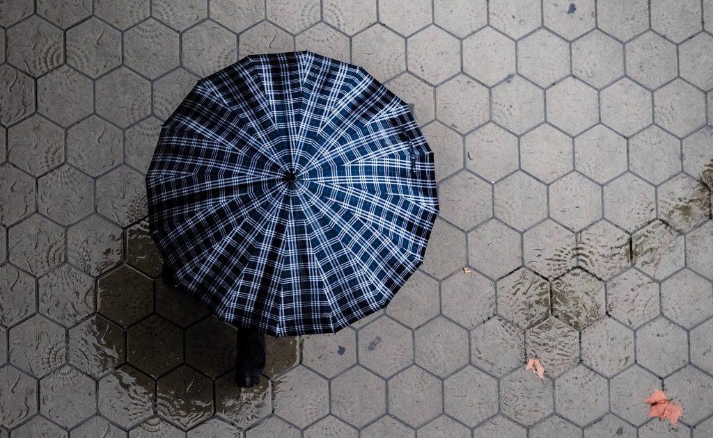 Paraguas durante el mal tiempo en Barcelona