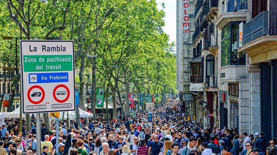 El coronavirus golpea los tres pilares de la economía española