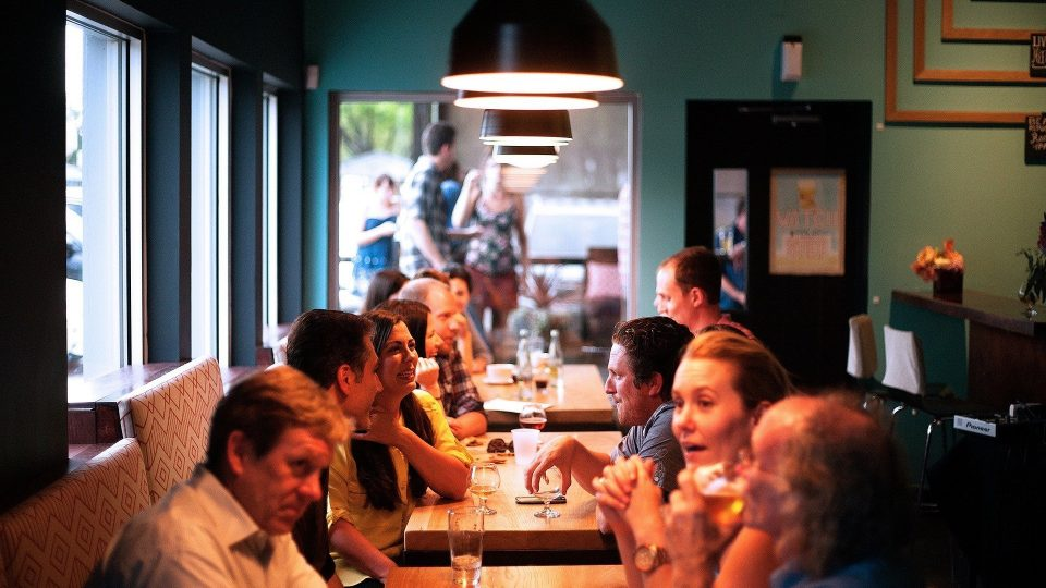 Bares y restaurantes ven una luz al final del túnel