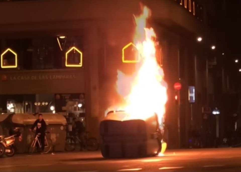 Fire is set in the streets of Barcelona by Pablo Hasél's supporters