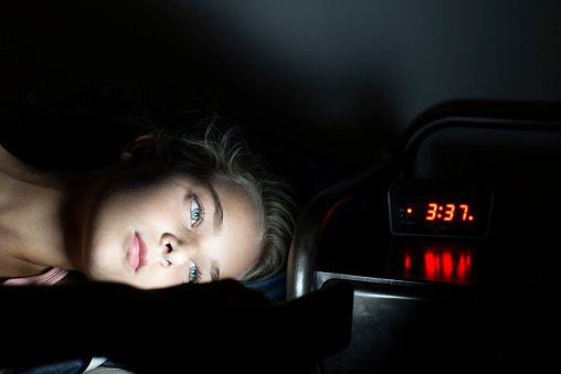El coste del vínculo nocturno con la pantalla