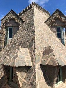 Cara de dragón en el tejado de la Torre Bellesguard/ Aula News